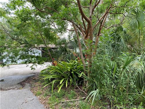 Photo of 6060 SW 133rd St, Pinecrest, FL 33156 (MLS # A10864561)