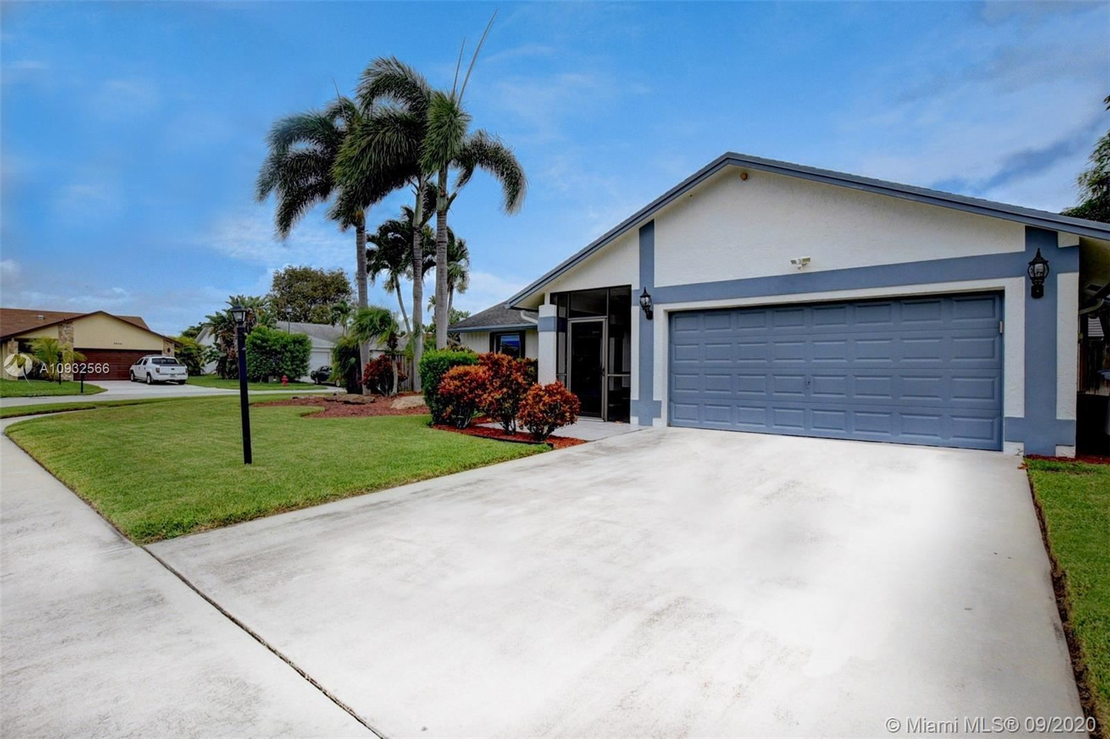 Photo of 9853 Majorca Pl, Boca Raton, FL 33434 (MLS # A10932566)