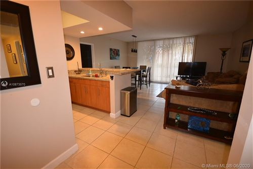 Foto de inmueble con direccion 5077 NW 7th St #402 Miami FL 33126 con MLS A10873570