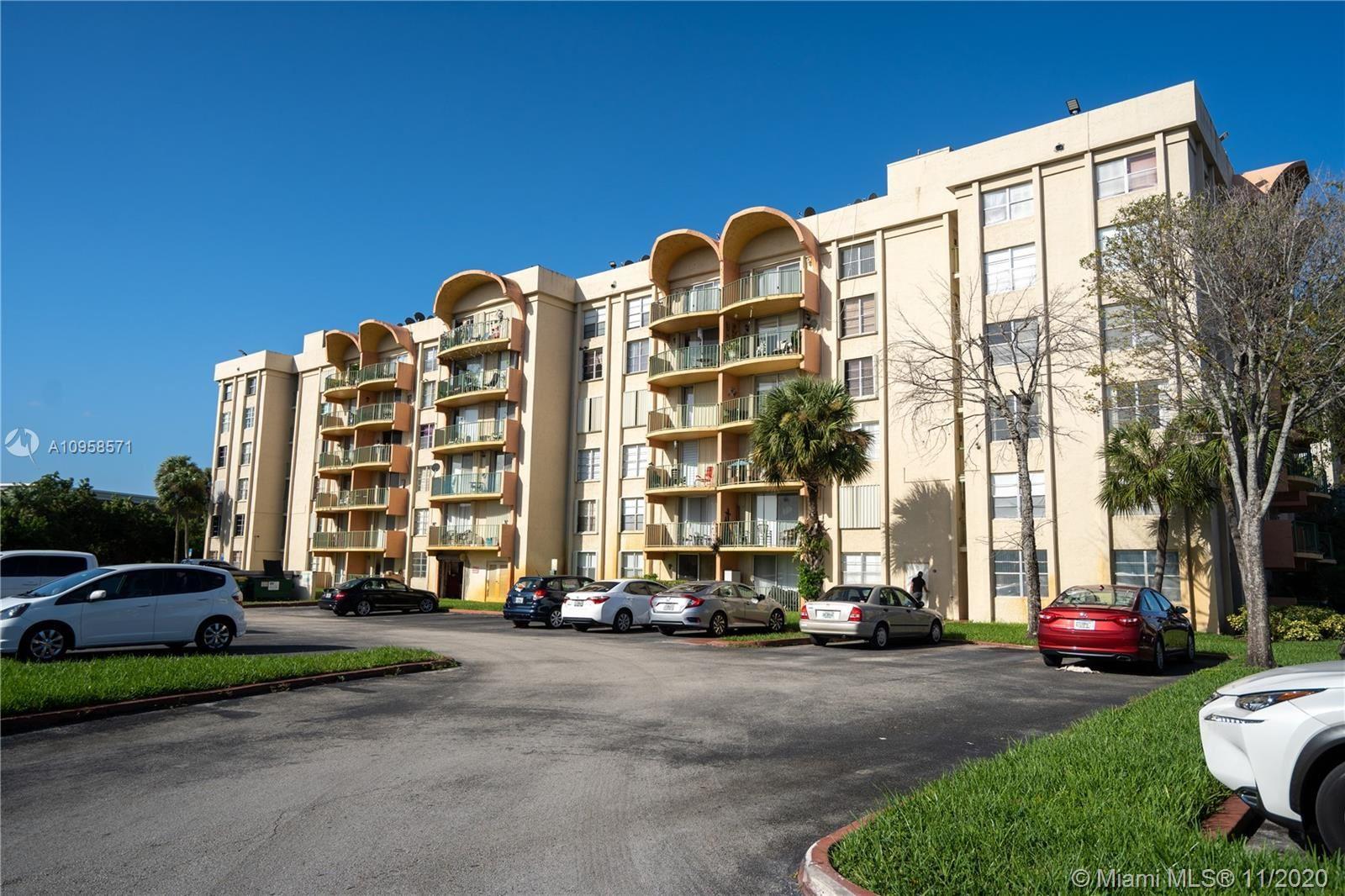 9310 Fontainebleau Blvd #302, Miami, FL 33172 - #: A10958571