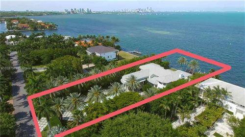 Foto de inmueble con direccion 12 Tahiti Beach Island Rd Coral Gables FL 33143 con MLS A10287573