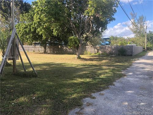 Photo of Listing MLS a10606573 in 6721 SW 62nd Ct South Miami FL 33143