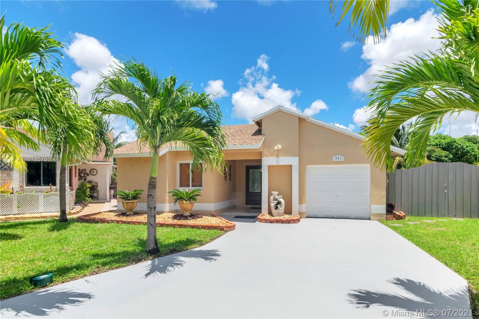 Photo of 921 SW 112th Ave, Pembroke Pines, FL 33025 (MLS # A11072575)