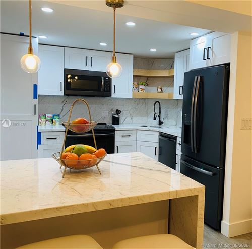Photo of Listing MLS a10721577 in 2333 Brickell Ave #2008 Miami FL 33129