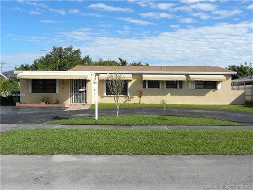Photo of 2815 SW 105th Ct, Miami, FL 33165 (MLS # A10968579)