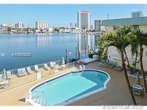 Foto de inmueble con direccion 300 Golden Isles Dr #303 Hallandale Beach Beach FL 33009 con MLS A10900580