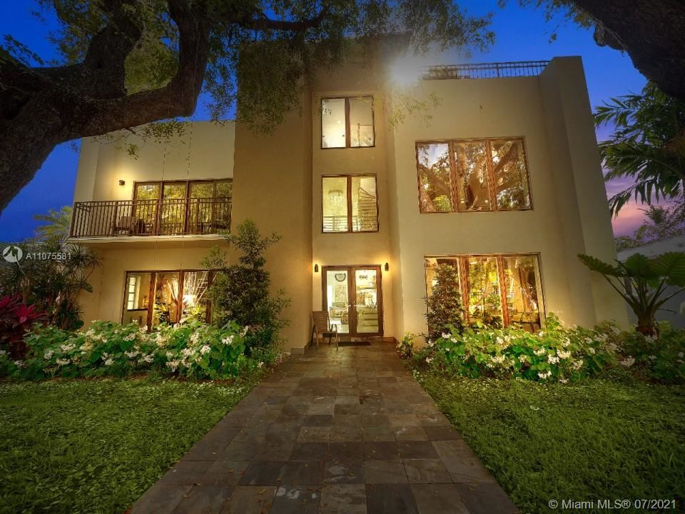 Photo of 524 N Victoria Park Rd, Fort Lauderdale, FL 33301 (MLS # A11075581)