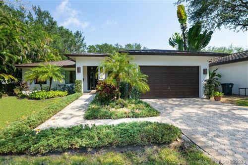 Photo of Listing MLS a10855583 in 5827 SW 82 St South Miami FL 33143