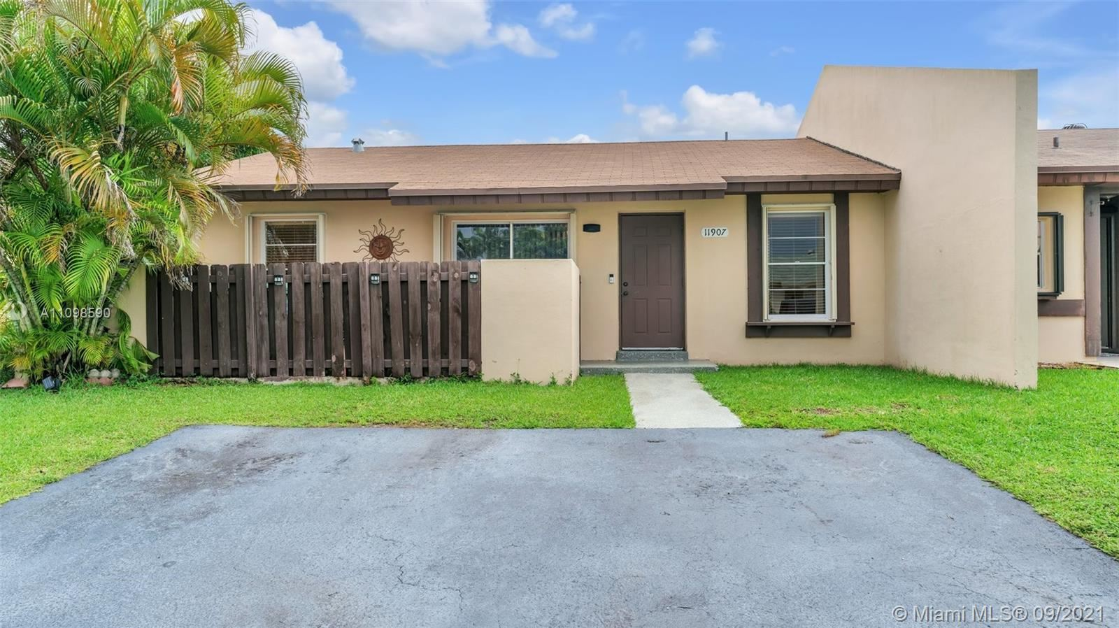 11907 SW 110th Street Cir E, Miami, FL 33186 - #: A11098590