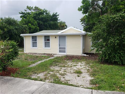 Photo of 527 Walker Ave, Green Acres, FL 33463 (MLS # A10904591)