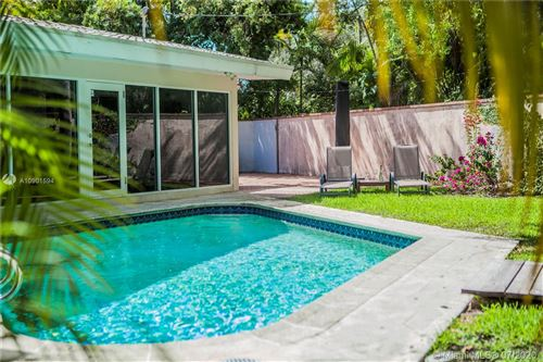 Photo of Listing MLS a10901594 in 3921 Battersea Rd Miami FL 33133