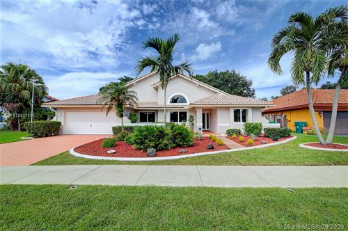 Photo of 2001 SW 98th Ter, Davie, FL 33324 (MLS # A10927595)