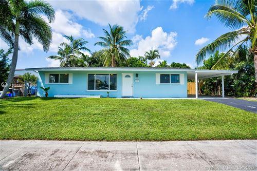 Photo of 9411 Bellewood St, Palm Beach Gardens, FL 33410 (MLS # A10929595)