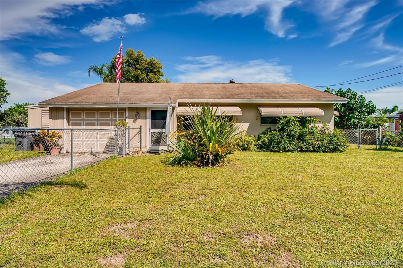 724 Arnold Dr, West Palm Beach, FL 33415 - #: A11102595