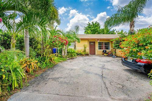 Foto de inmueble con direccion 6000 NW 46th Ave North Lauderdale FL 33319 con MLS A10862597
