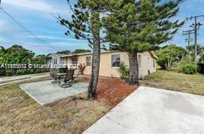 Photo of 401 NW 13th Ave, Boynton Beach, FL 33435 (MLS # A11115602)