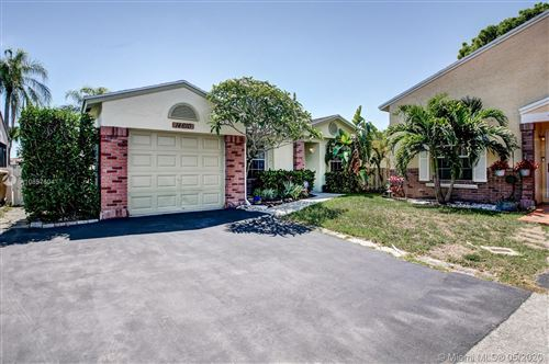 Photo of Listing MLS a10857604 in 14610 S Beckley Sq Davie FL 33325