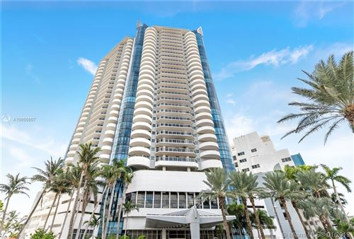 Foto de 6301 Collins Ave #803, Miami Beach, FL 33141 (MLS # A10606607)