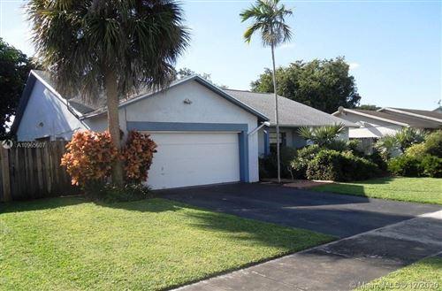 Photo of 956 S Bluebird Ln, Homestead, FL 33035 (MLS # A10965607)