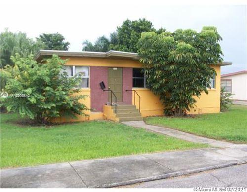 Photo of 141 N Greenstar Ave, Pahokee, FL 33476 (MLS # A10995612)