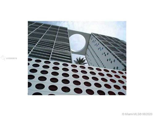 Photo of Listing MLS a10868619 in 500 Brickell Ave #2105 Miami FL 33131