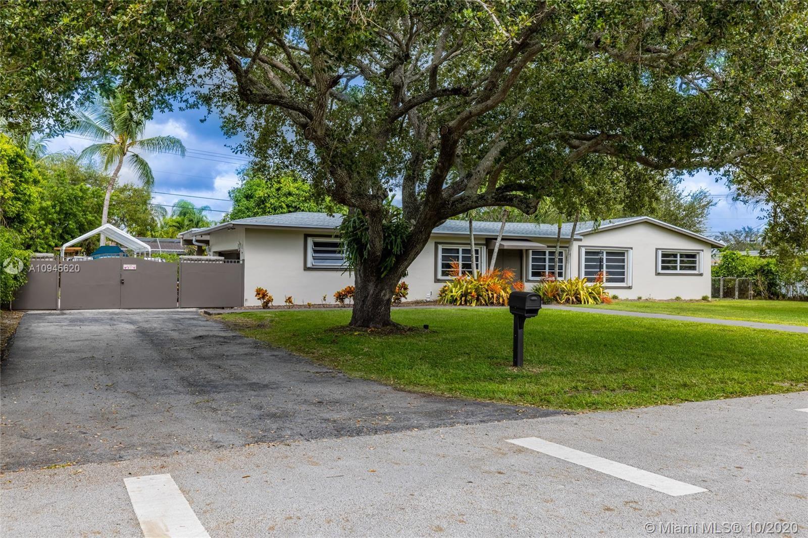 8261 SW 142nd St, Palmetto Bay, FL 33158 - #: A10945620