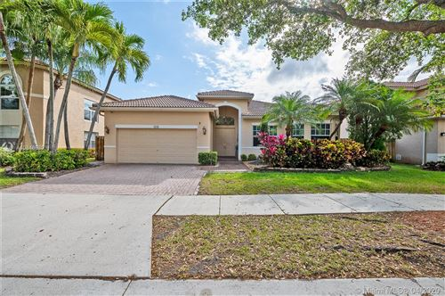 Photo of Listing MLS a10848630 in 4306 Diamond Ter Weston FL 33331