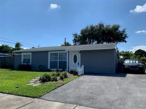 Photo of 4810 SW 16th St, Fort Lauderdale, FL 33317 (MLS # A11109632)