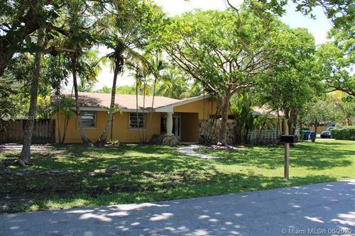 Photo of 15200 SW 72nd Ct, Palmetto Bay, FL 33157 (MLS # A10866633)