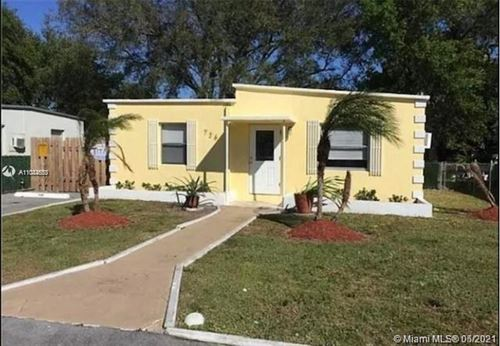 Photo of 726 NW 15th Ter, Fort Lauderdale, FL 33311 (MLS # A11044633)
