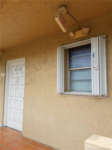 Foto de inmueble con direccion 301 NW 109th Ave #202 Miami FL 33172 con MLS A10820637