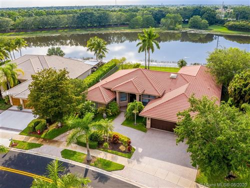 Foto de 397 Coconut Cir, Weston, FL 33326 (MLS # A10907639)