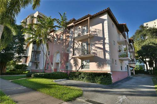 Photo of 29 Santillane Ave #4, Coral Gables, FL 33134 (MLS # A10932641)