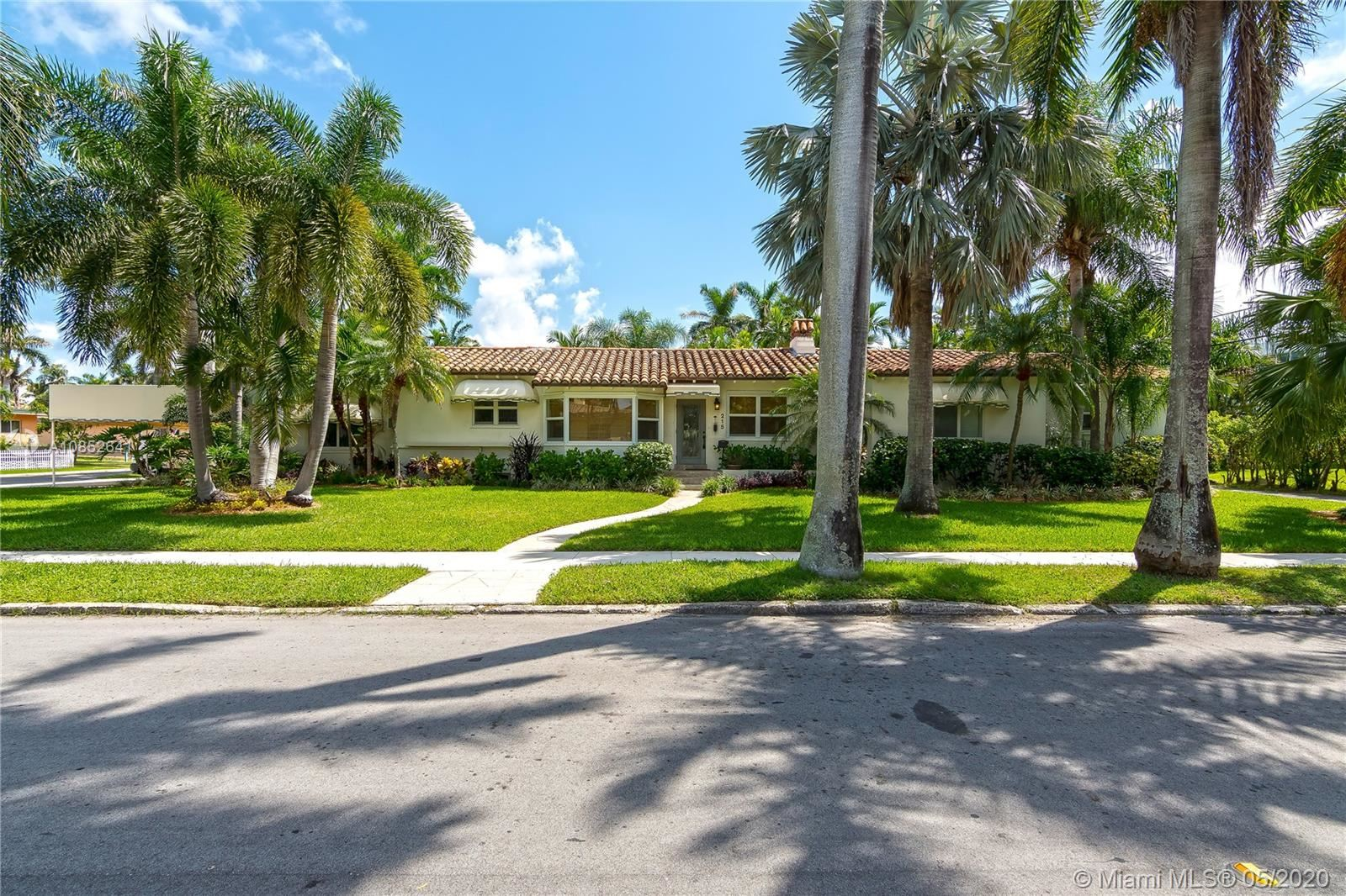 Photo for 215 N 10th Ave, Hollywood, FL 33019 (MLS # A10852641)