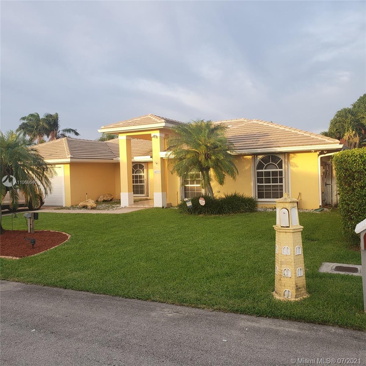 14233 SW 152nd Ct, Miami, FL 33196 - #: A11068646