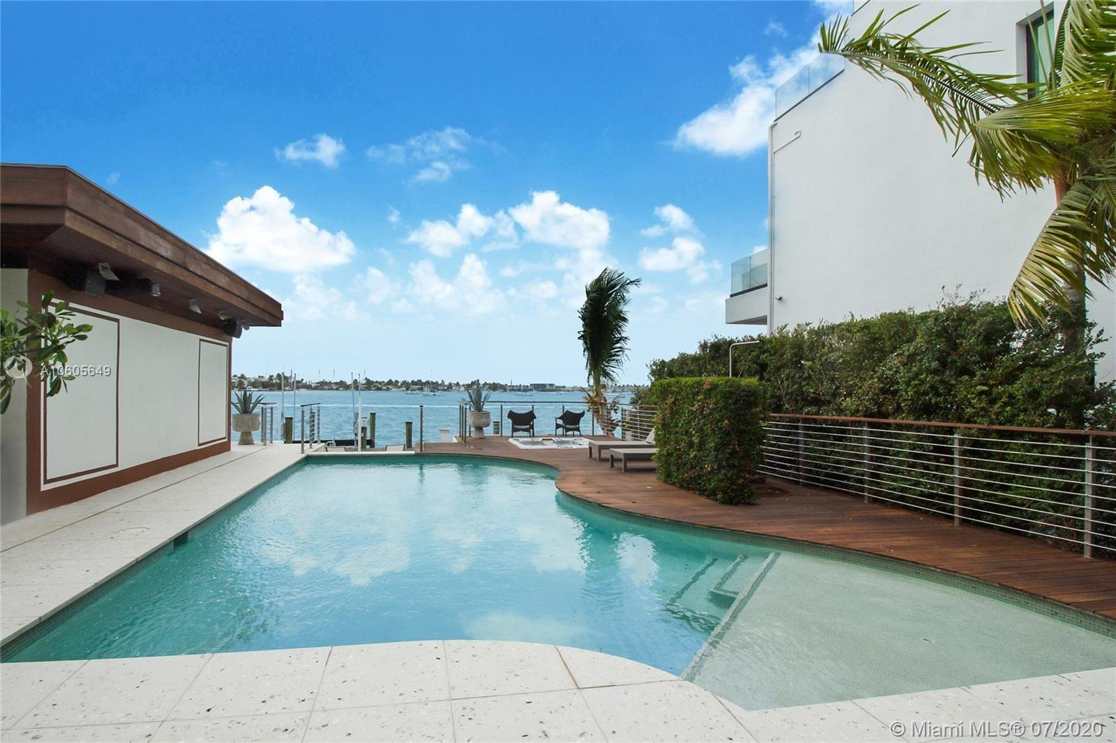 Photo 24 of Listing MLS a10605649 in 1376 S Venetian Way Miami FL 33139