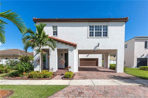 Foto de inmueble con direccion 16957 SW 92nd St Cir Miami FL 33196 con MLS A10869650