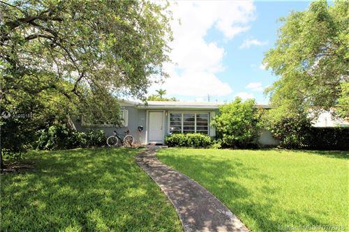 Photo of 10335 SW 42nd St, Miami, FL 33165 (MLS # A10501654)