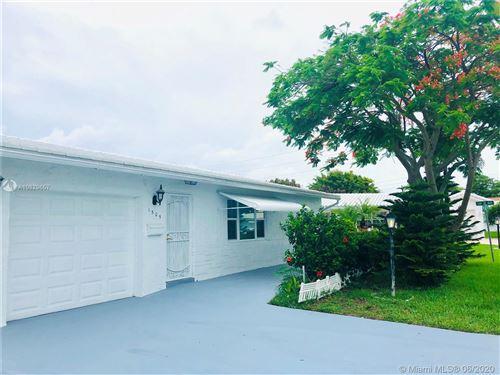 Photo of 1505 SW 20th St, Boynton Beach, FL 33426 (MLS # A10829657)