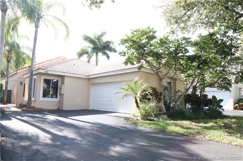Photo of 10040 NW 4th St, Plantation, FL 33324 (MLS # A10803659)