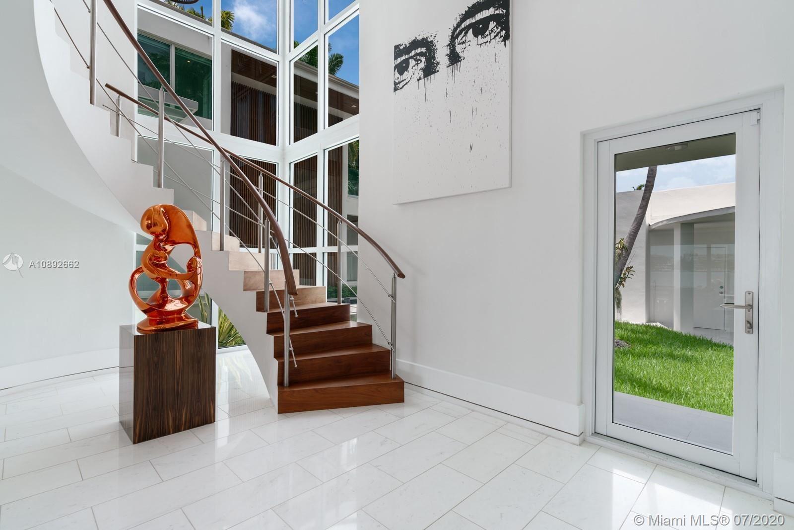 Photo 8 of Listing MLS a10892662 in 327 E Rivo Alto Dr Miami Beach FL 33139