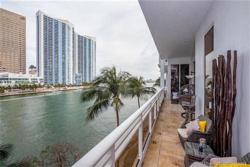 Photo of Miami, FL 33131 (MLS # A10984665)