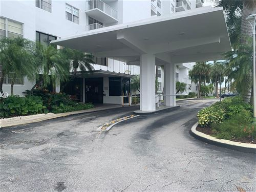 Photo of 2801 NE 183rd St #1405W, Aventura, FL 33160 (MLS # A11067665)