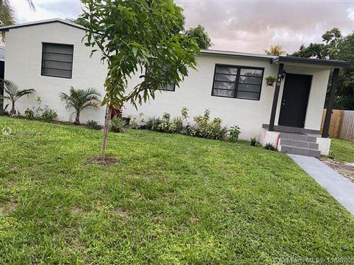 Photo of 940 NE 155th St #940, North Miami Beach, FL 33162 (MLS # A10961667)