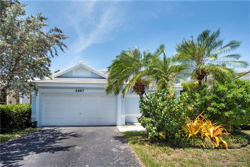 Photo of Listing MLS a10858668 in 2667 Pinewood Ct Davie FL 33328