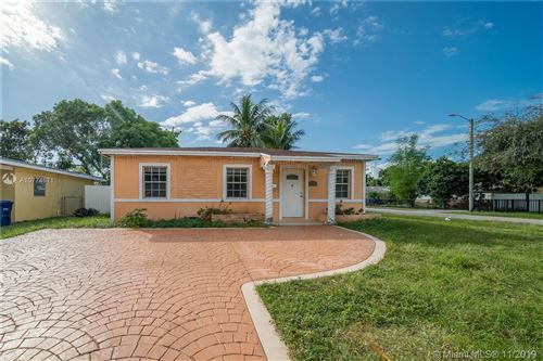 Foto de inmueble con direccion 900 NE 159th St North Miami Beach FL 33162 con MLS A10774671