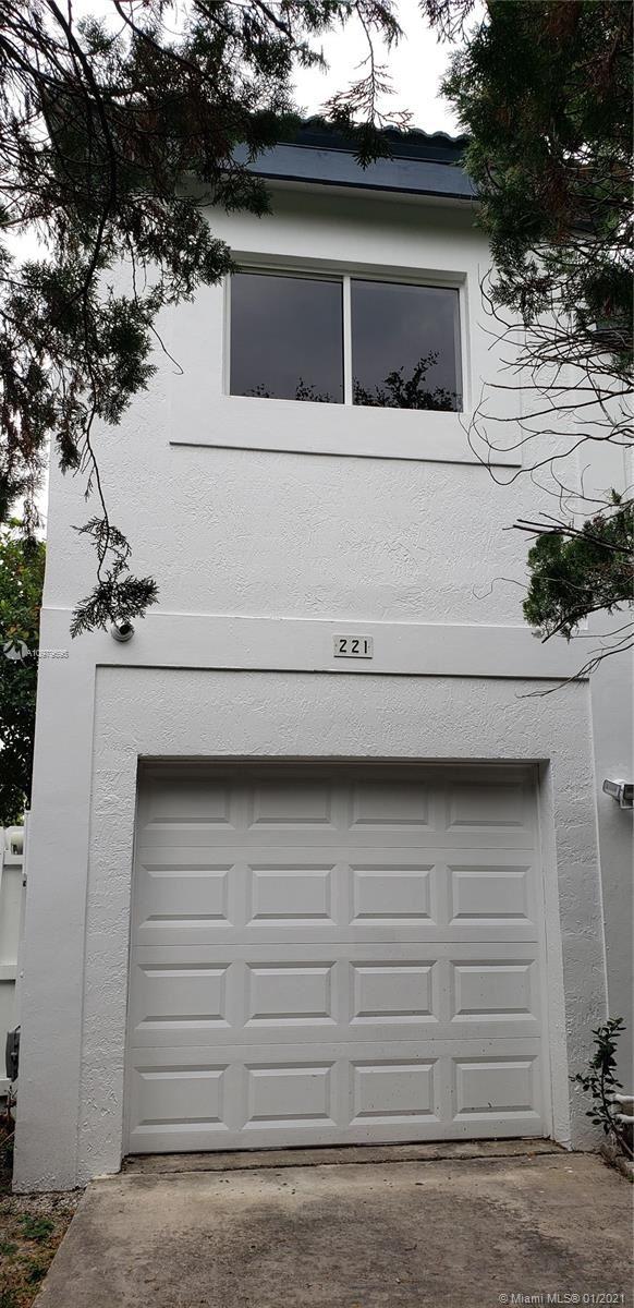 221 NE 211th St, Miami, FL 33179 - #: A10979695