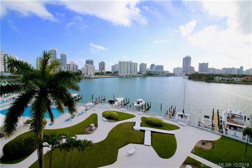 Foto de inmueble con direccion 900 Bay Dr #524 Miami Beach FL 33141 con MLS A10785697