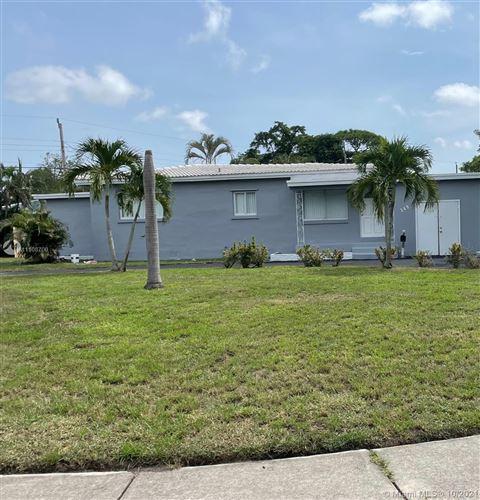 Photo of 349 E Dayton Cir, Fort Lauderdale, FL 33312 (MLS # A11108700)