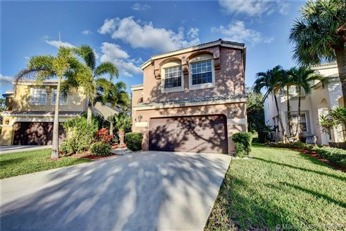 Photo of 1130 Oakwater Dr, Royal Palm Beach, FL 33411 (MLS # A10959706)